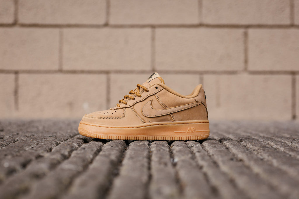 d5dda836fbb188 The Air Max 90 features subtle touches of Med Brown that line the laces and  sock liner. The construction is made from a durable quality leather that  can ...