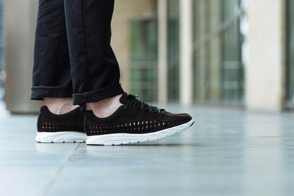 On the foot images of Nike Mayfly Woven Black/White