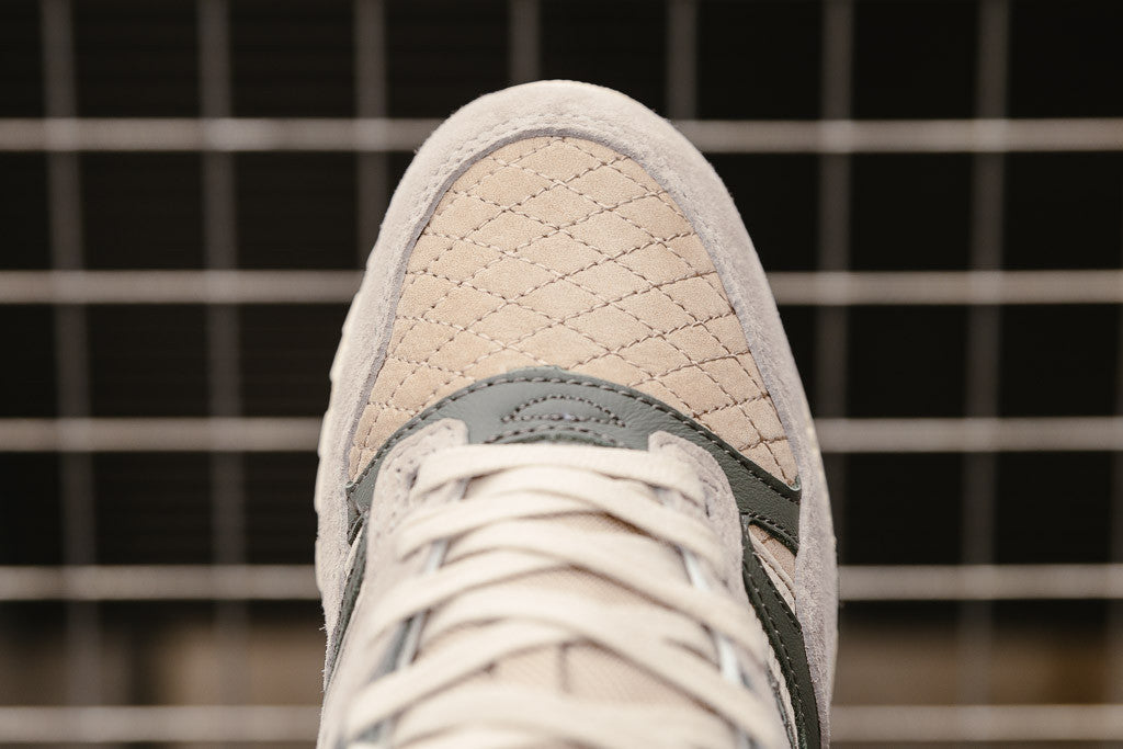 5d5526f4 Click here to shop the Saucony Originals Grid SD 'Quilted Pack' S70308-2