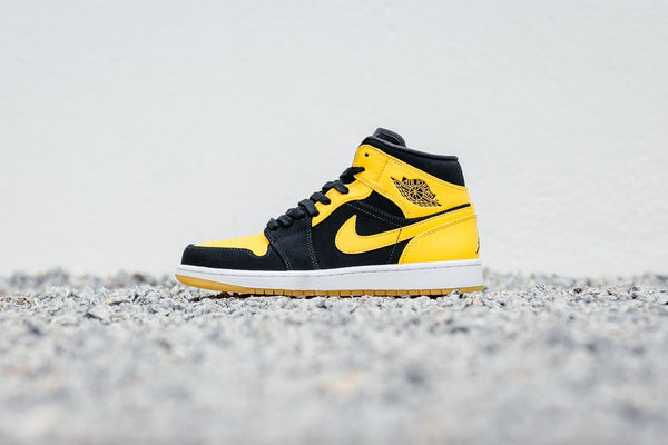 Air Jordan 1 Mid 'New Love' 554724-035