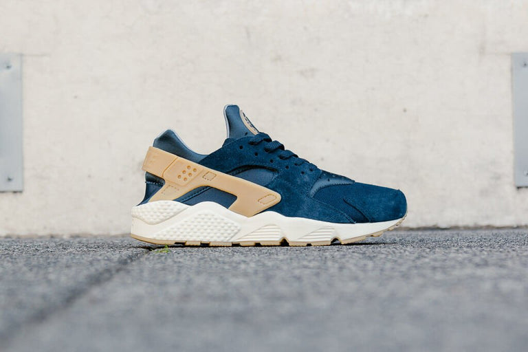 Nike Air Huarache Run SE 852628-401
