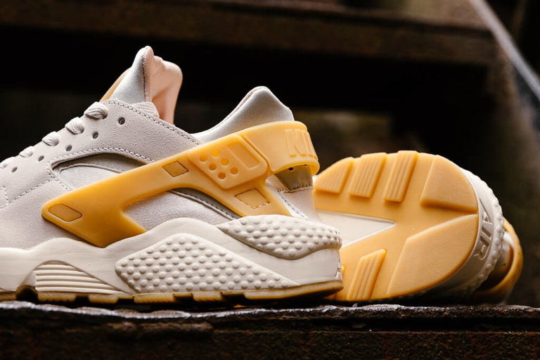 9ed107bd8716 ... Nike Air Huarache Run SE 852628-004