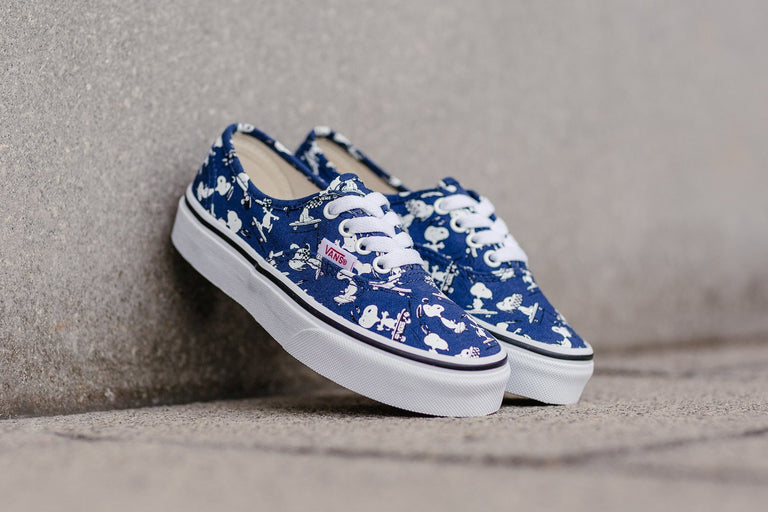 Vans x Peanuts Authentic Kids 'Skating Snoopy' VA38H3OQW