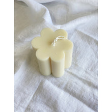 Daisy Flower Candle - White