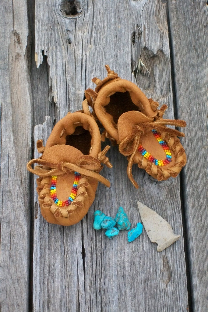 Newborn baby moccasins , beaded baby moccasins , baby shower gift