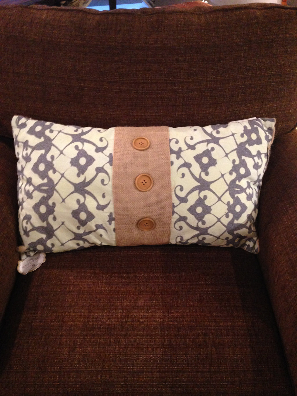 Kidney accent pillow