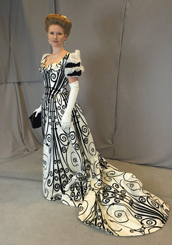 Replica Worth gown by Cynthia Settje of Redthreaded