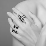 DELTA NOIR duo triangle vertical ring