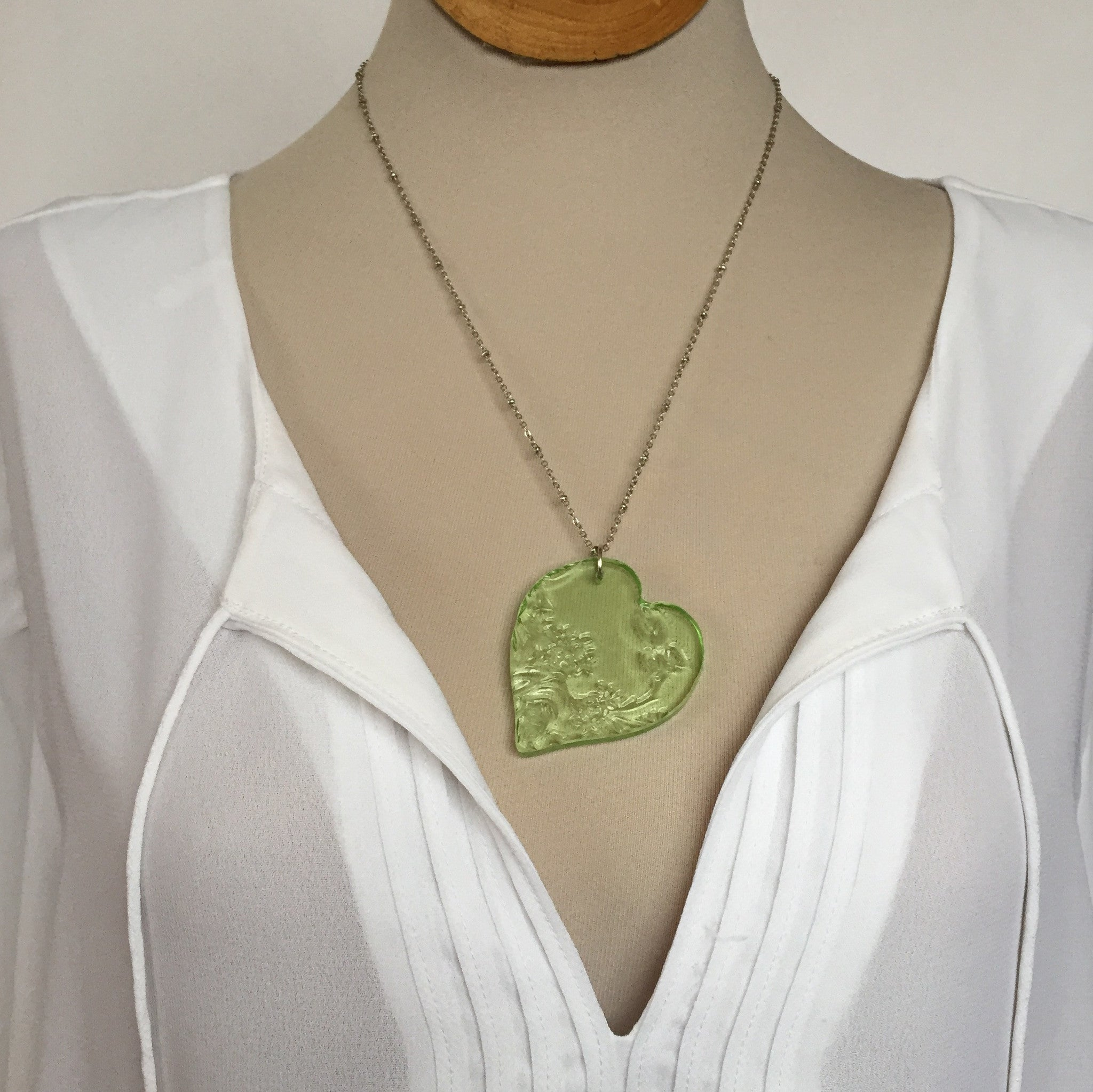 Depression glass necklace - Green heart - broken china jewelry