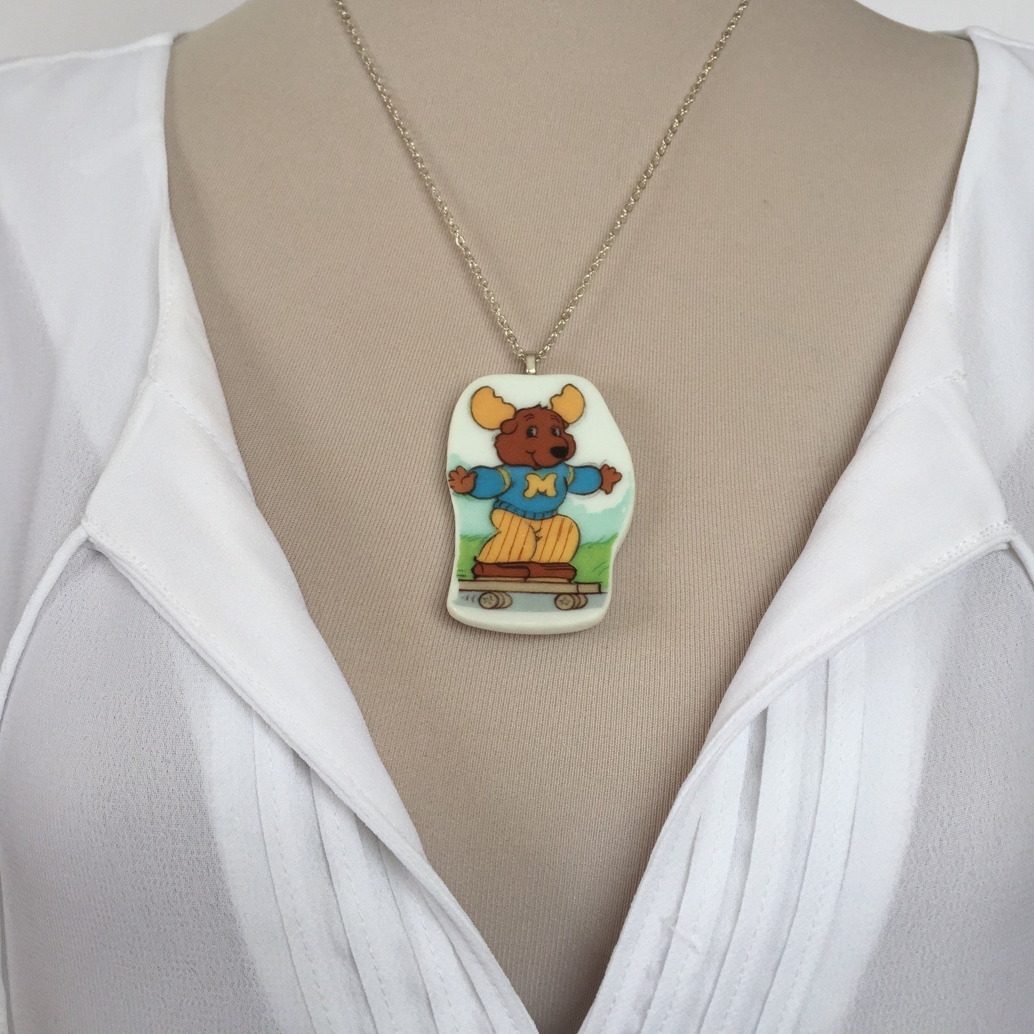 Get along gang Montgomery moose necklace - broken china jewelry