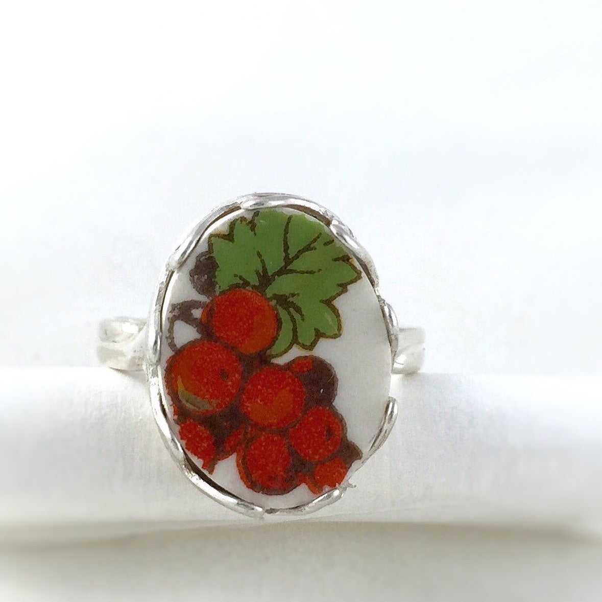 Vintage grapes sterling silver ring - Broken china jewelry