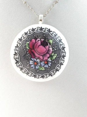 Pink and black round rose necklace