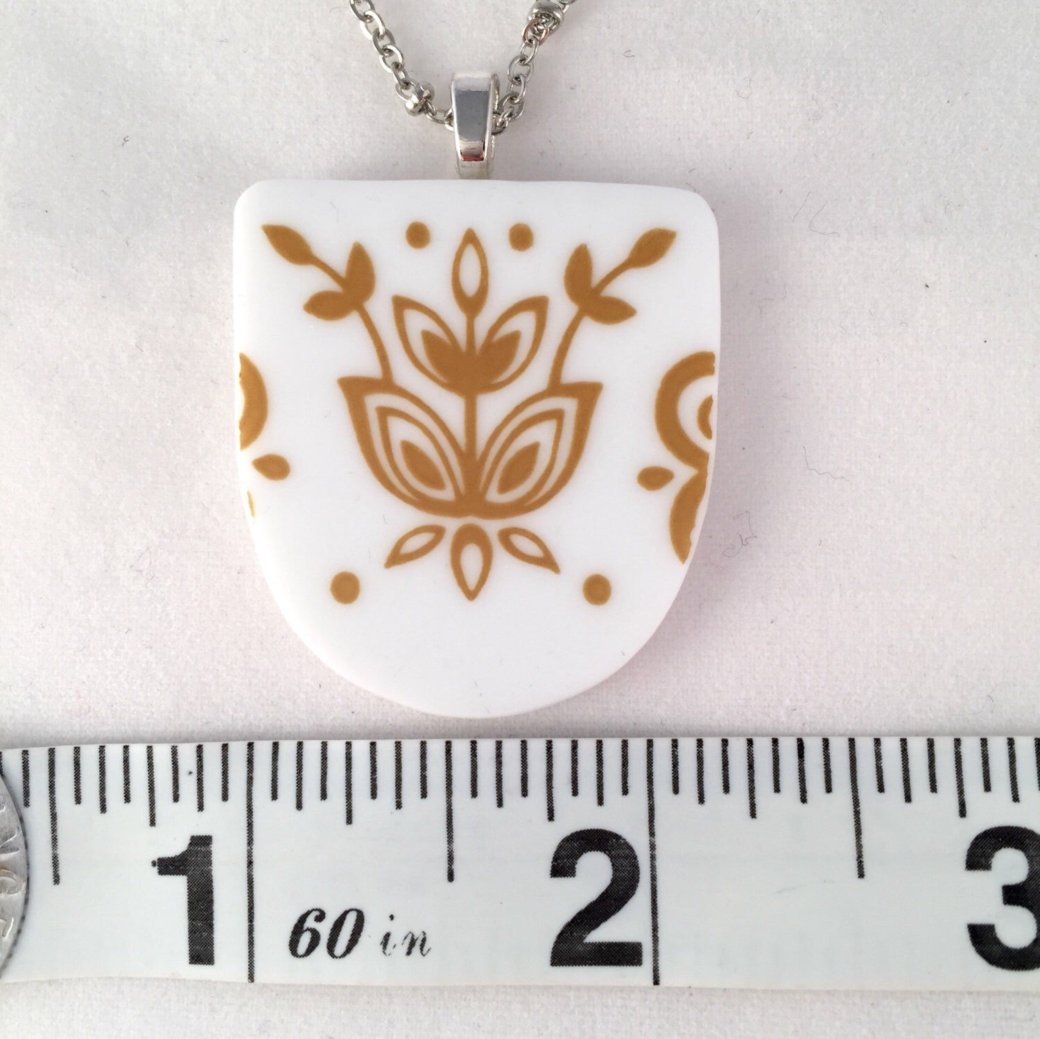 Broken China Jewelry - Corelle Necklace in Butterfly Gold Pattern Measurements