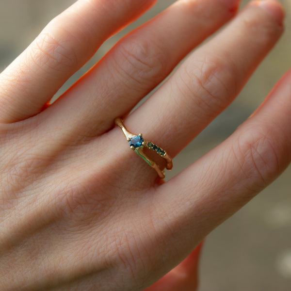 SPLIT RING - SAPPHIRE AND TOURMALINE