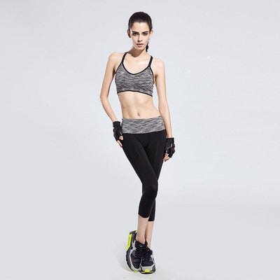 Women Sports Clothing BUNDLE: Quick-Drying Cushioned Gym Bra Without Seams + Women waistband Sports Elastic Capri