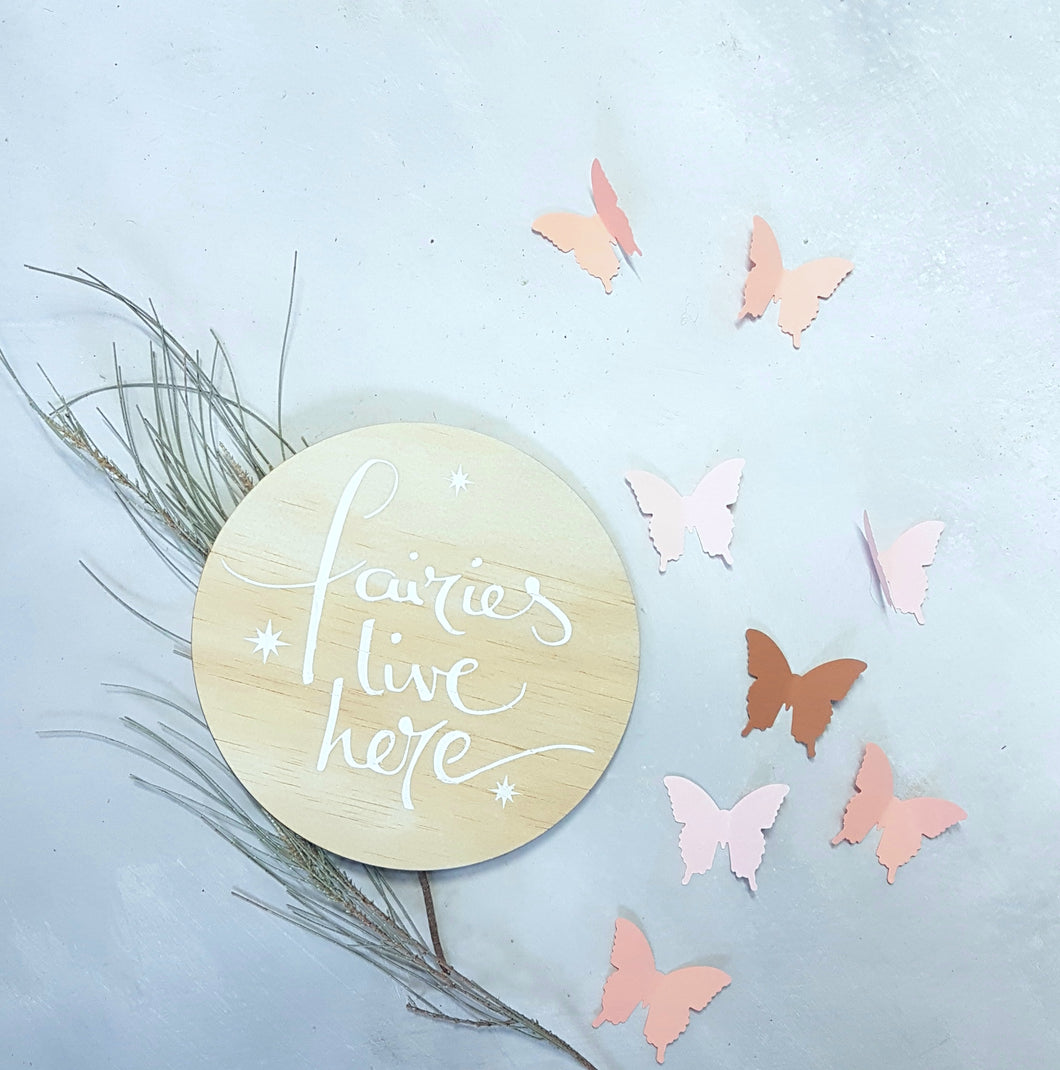 'Fairies live here' wall plaque