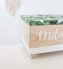 Load image into Gallery viewer, Wooden toy box Le Petit Cadre with padded lid lockable wheels cursive font personalized with name