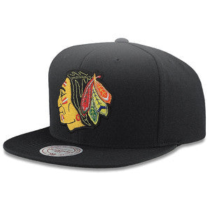 CHICAGO BLACKHAWKS MITCHELL & NESS NHL TEAM LOGO SNAPBACK CAP HAT - BLACK - Sneaker Rise