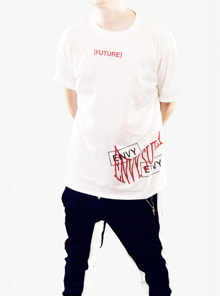SIDE SCRIPT TEE IN WHITE