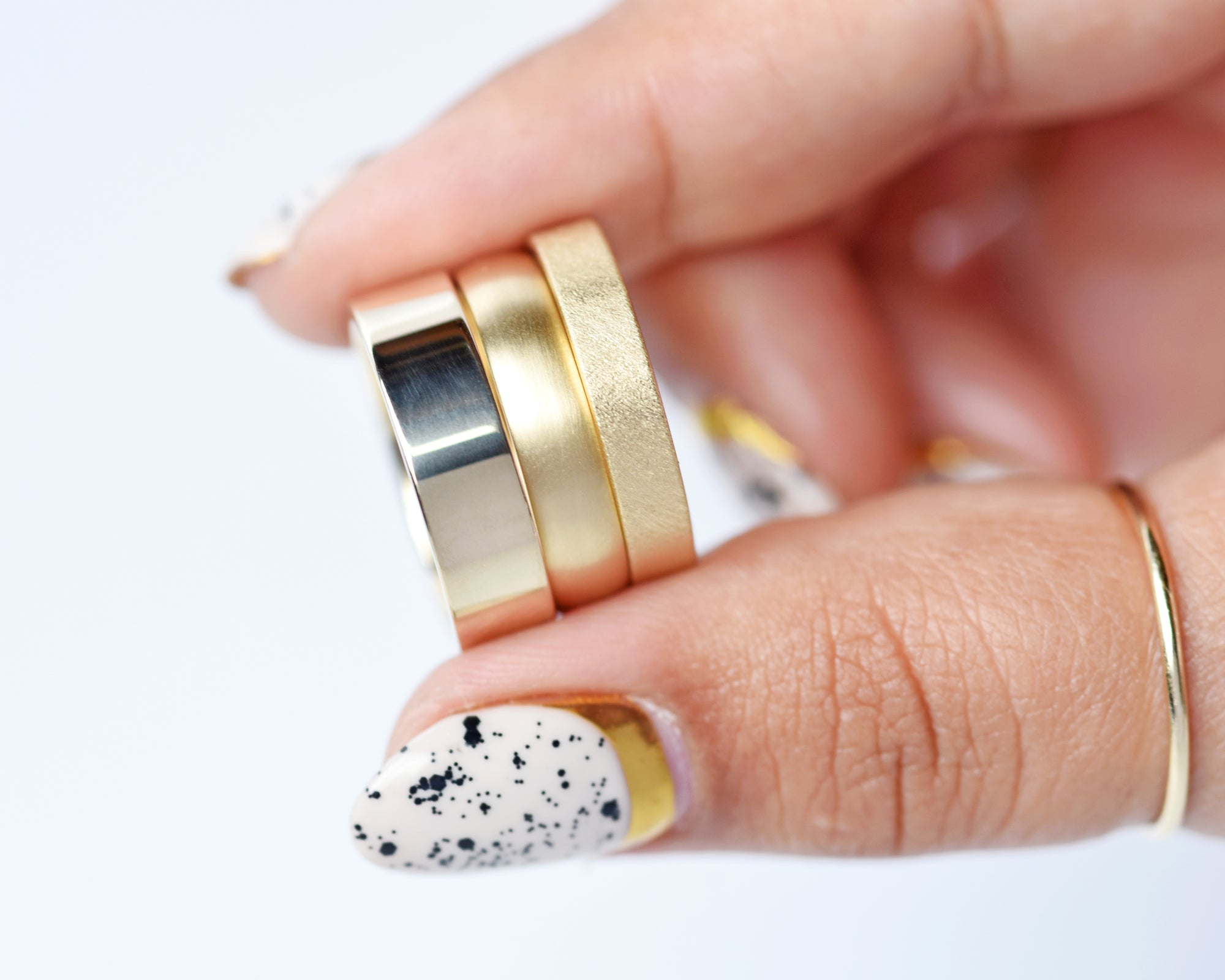 Polished vs brushed gold rings