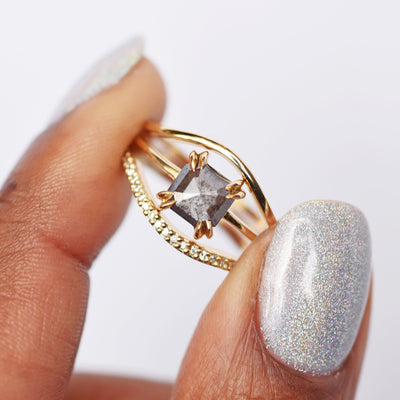 Eva Double Claw Gray Geometric Diamond Ring