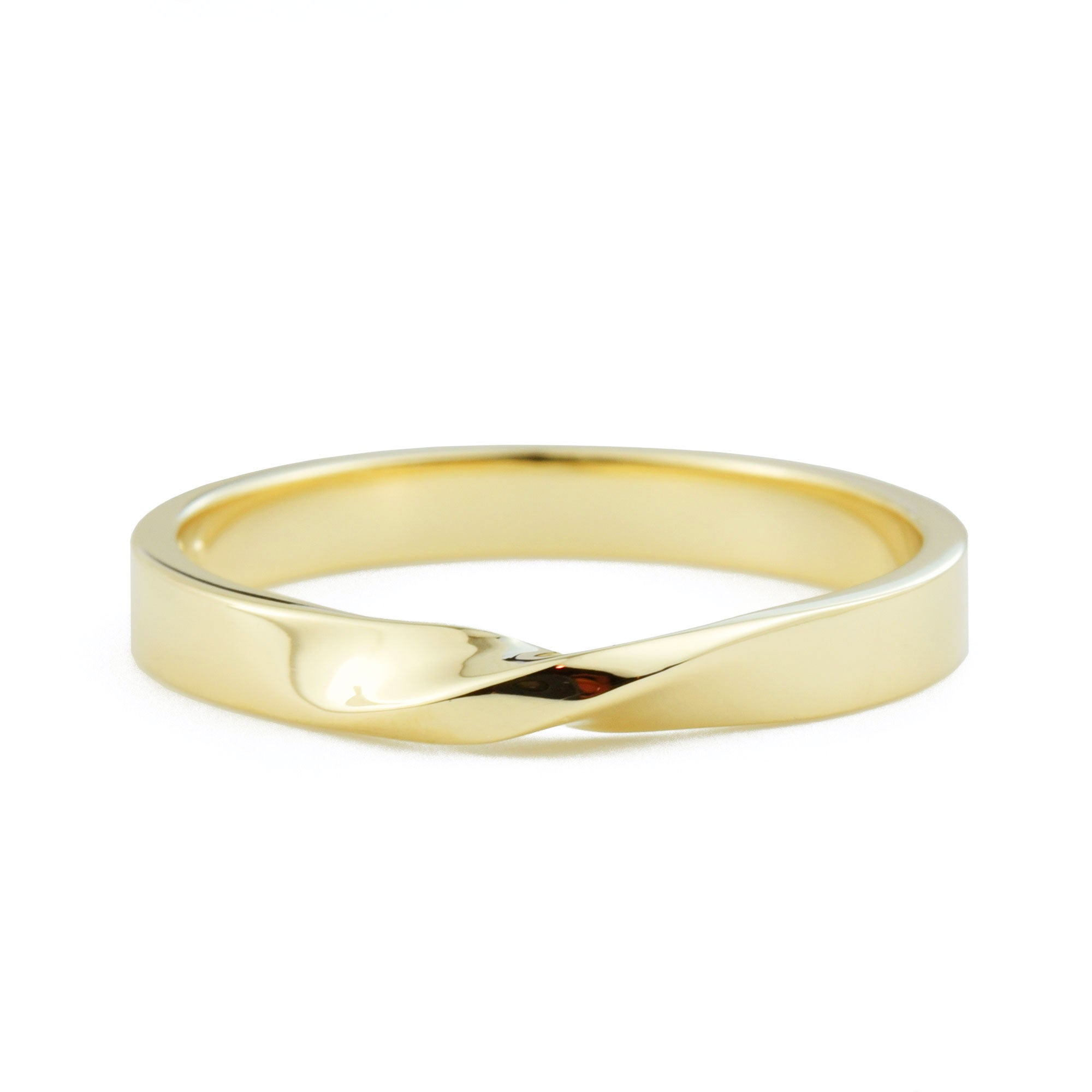 Slender Mobius Band in yellow gold