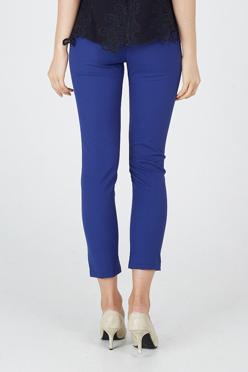 2019 year for women- Wear to what with cobalt blue chinos