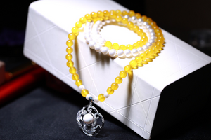 Yellow Agate & White Shell Bead Bracelet
