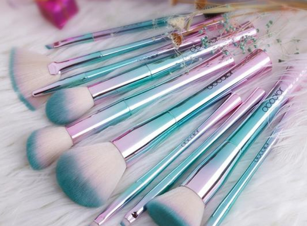 Fashionable Make Up Brush Set
