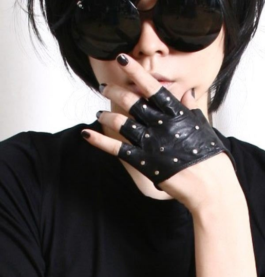 Genuine Leather Runway Punk Rocker Fingerless Sparkling Stud Biker Rider Gloves (17 to 18cm palm)