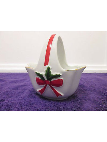 "MOUNT CLEMENS POTTERY CHRISTMAS HOLLY BASKET CANDY DISH 'From The Good Earth""MOU"