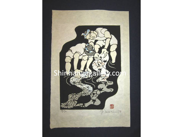 This is a HUGE very beautiful and special LIMITED-EDITION (34/70) original Japanese Shin Hanga woodblock print PENCIL SIGNED by the famous Showa modern woodblock print master Mori Yoshitoshi (1898-1992) made in 1973 IN EXCELLENT CONDITION.
