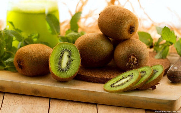 How to Cut a Kiwi: an Easy Trick!