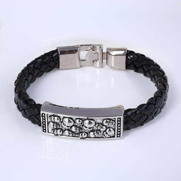 Sleek Streetpunk Bracelet with Skull Decoration