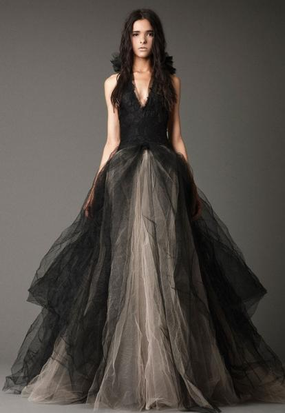 Gothic Sleeveless Haltered Tulle Wedding Gown