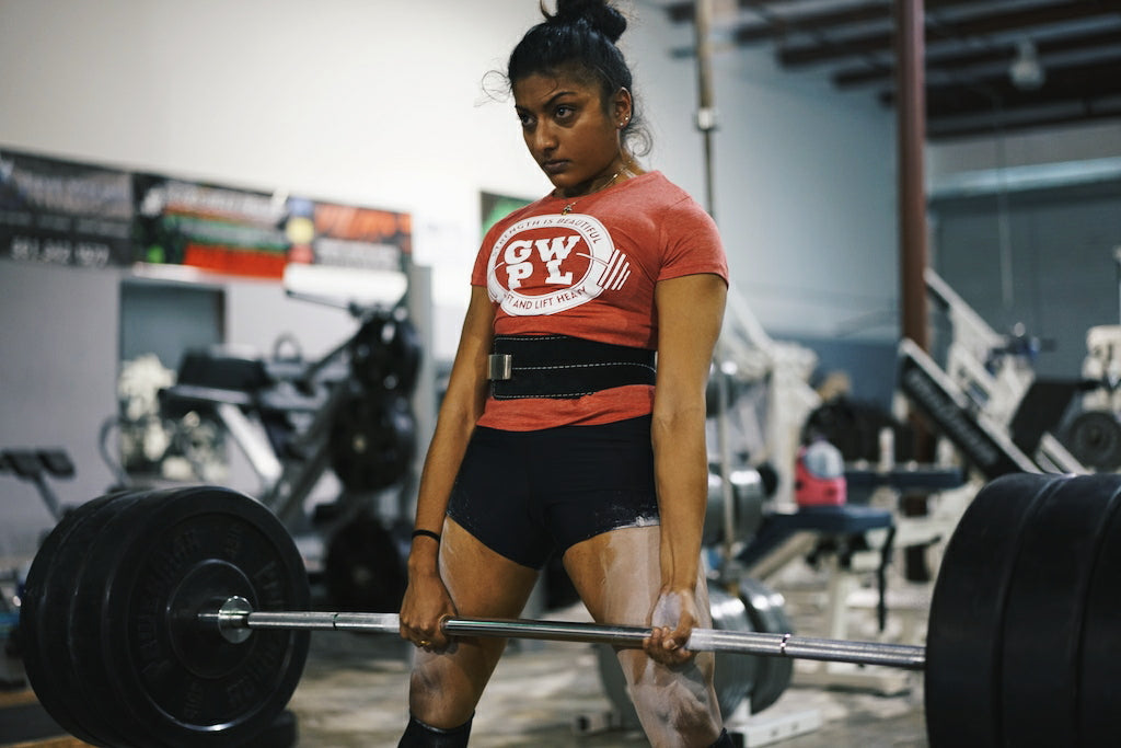girls deadlift, women powerlifting