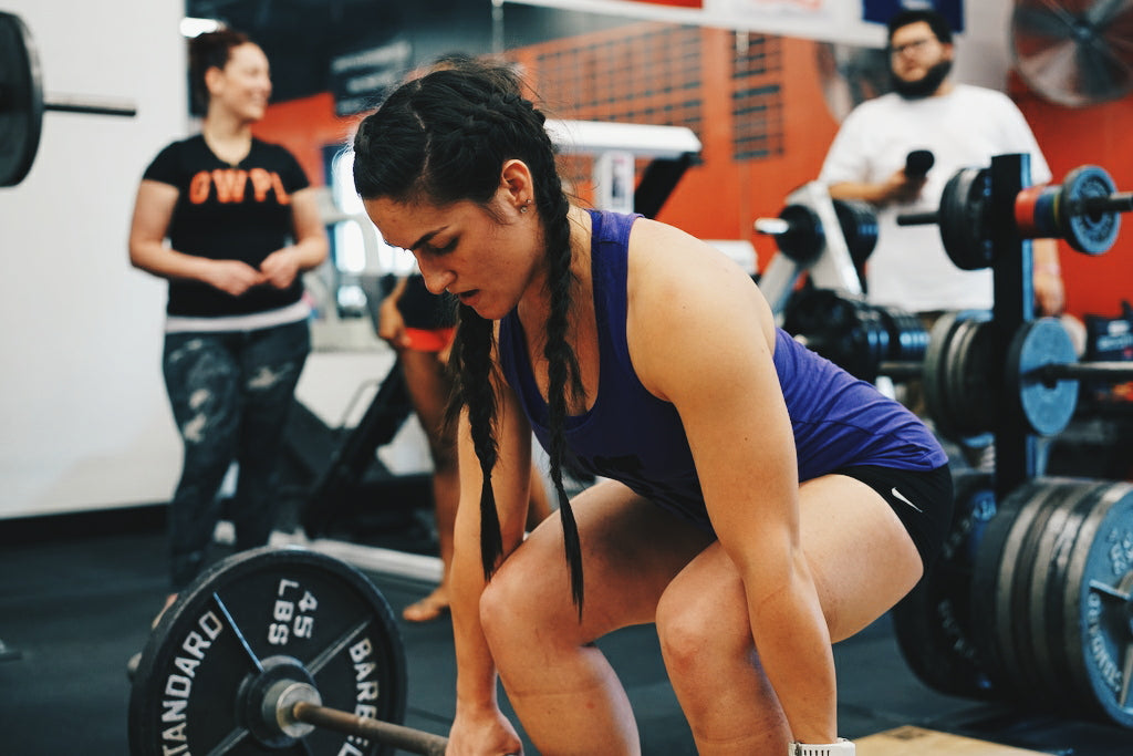girls deadlifting, powerlifting girls