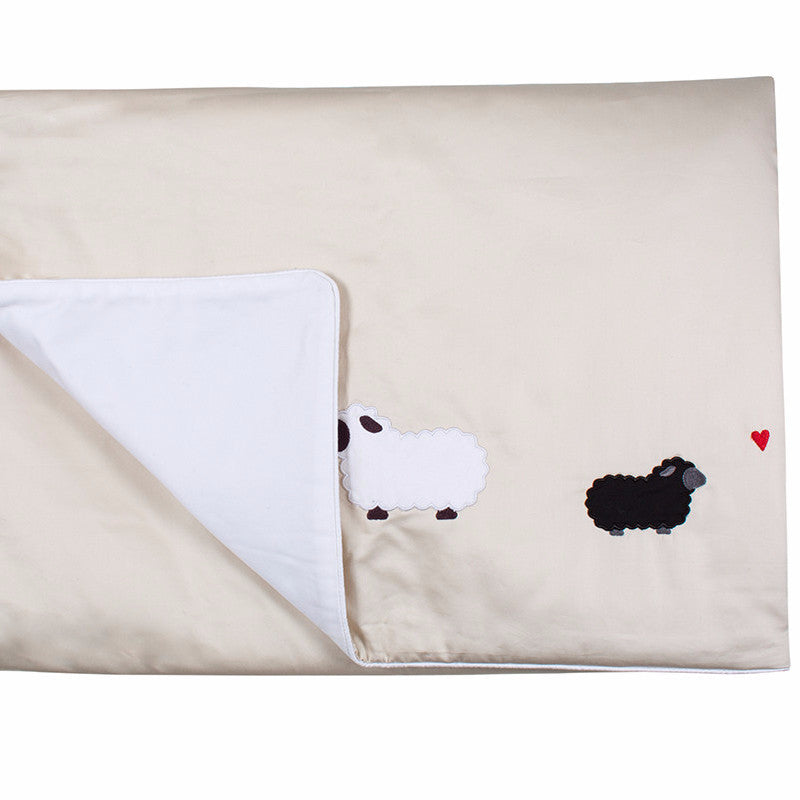 Petite Vigogne Black Sheep comforter
