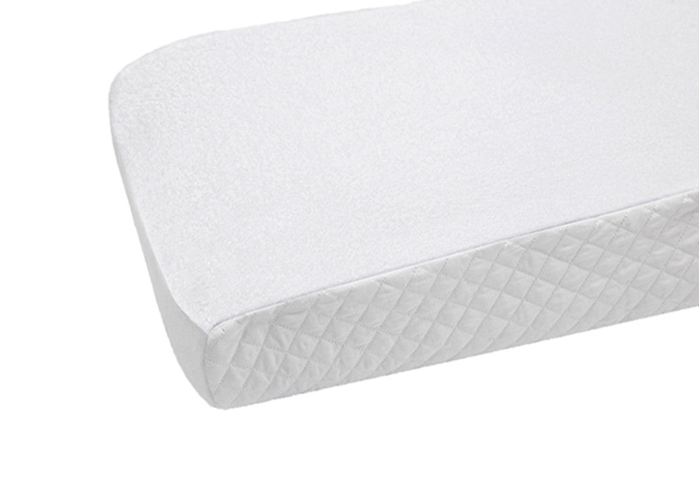 Petite Vigogne white changing pad cover