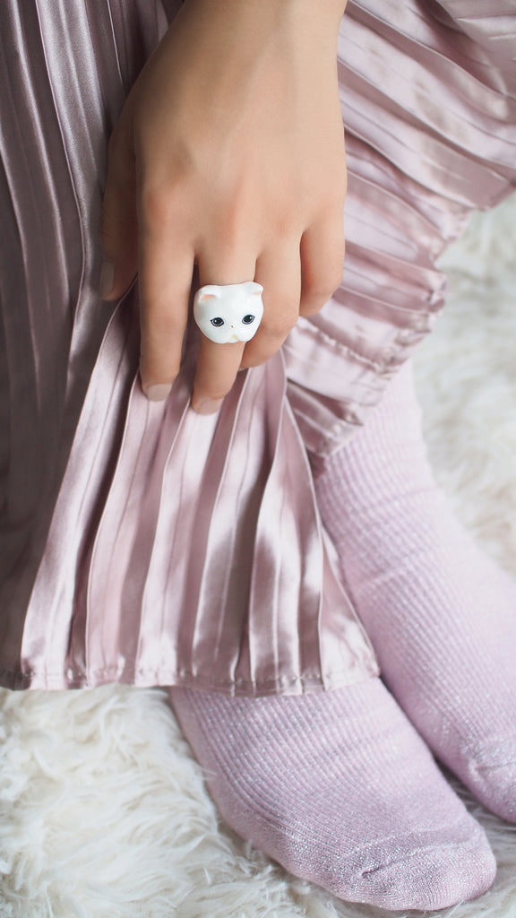 Jumpee White Persian Cat Ring