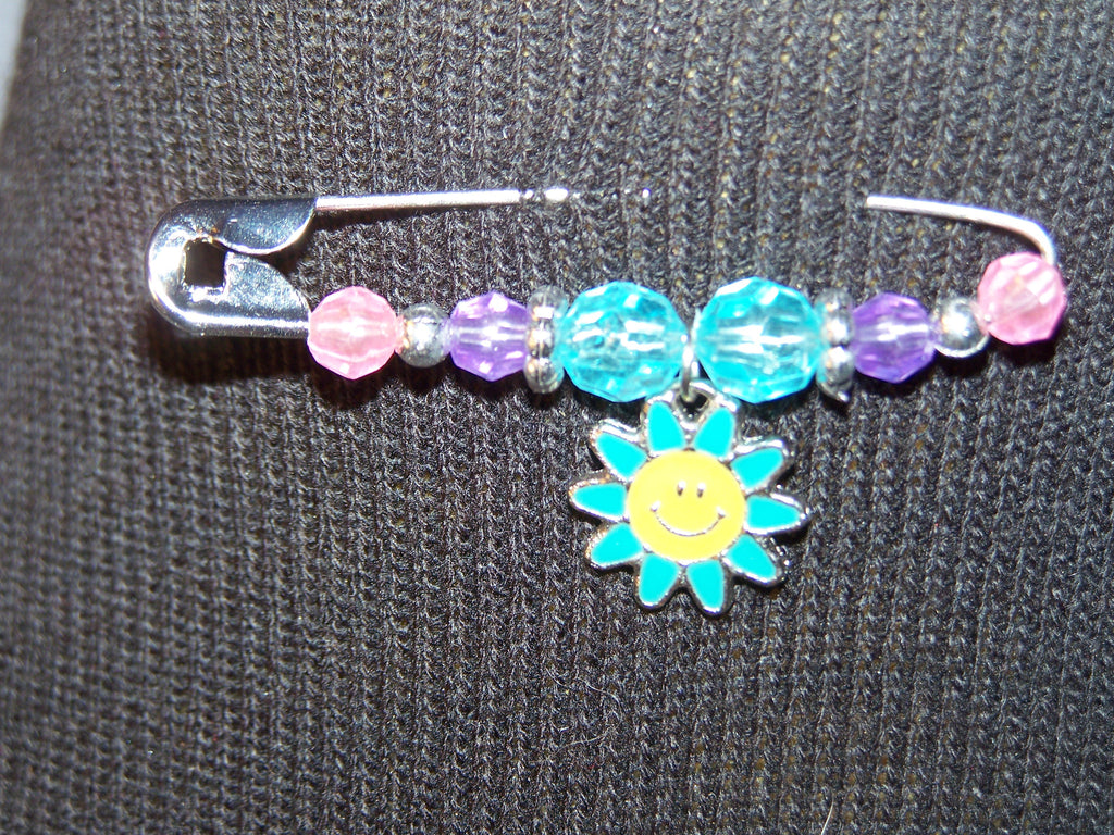 blue smiling daisy pin