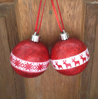 Tutorial | Decoupaging Your Christmas Baubles