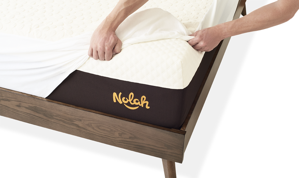 Mattress protector - organic cotton on bed corner