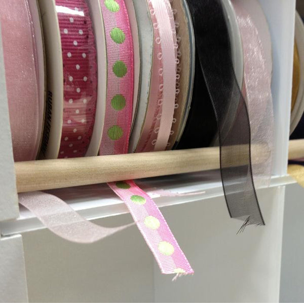 A close up of the dowel that the ribbon can go through.