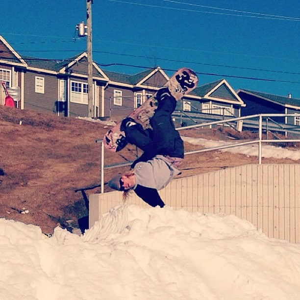@hornapalooza doing some spring gardening with this hand plant. #putemup @timebombtrading @iseyewear @salmonarms