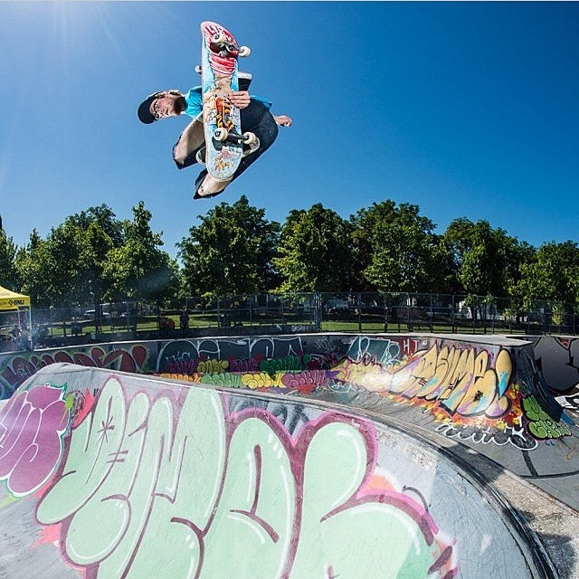 The new @libtechskate #liblegs tour video is now live at coastalriders.com. These guys RIP! Watch total tranny destruction all over the lower mainland. Photo by @fotomaxizoomdweebie. Skater @skysiljeg at #motherhastings.