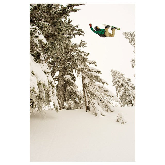 #MethodMonday with Logan Short aka @thelsho. Shot by @ecsphoto. #snowboarding #snow #CoastalRiders #cstl