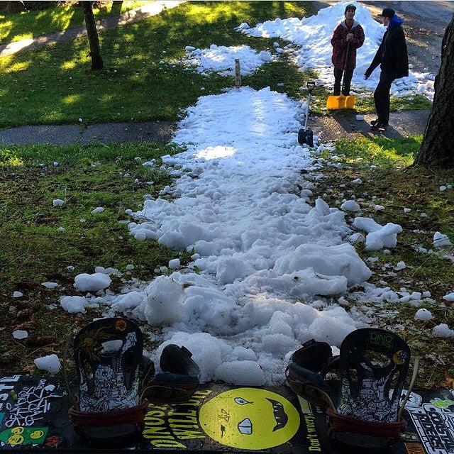 It was snowing in delta yesterday. @t_a_c_0 and duh homies getting some pre season jibbing in. #nd #snowboarding #jibbing @dinosaurs_will_die @fluxbindings #regram