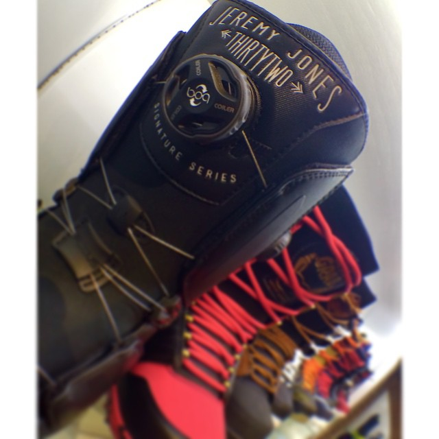 Looking for @thirtytwo boots? We have tons including the @jeremy___jones pro models. #CSTLwinter #thirtytwo #boltsaction