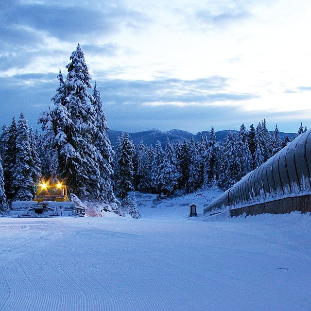 @mtseymour is now open with limited operations. The #goldie learning area is open. Mushroom park is not built as of yet but should be ready soon. #prayforsnow #itsastart #letitsnow #freshcorduroy